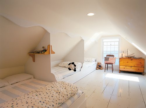 Sove i kø på loftrommet er både sosialt og en praktisk måte å ...